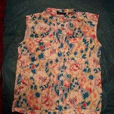 NWOT Violet and Claire 100% Polyester, Button up, very colorful top! Violet & Claire Tops Button Down Shirts