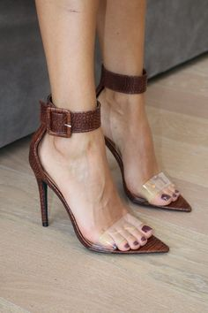 Cute Toe Nails, Cute Toes, Gorgeous Feet, Beautiful, Feet Show, Feet Nails, Heels Outfits, Brown Heels, Gumbo