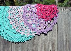crochet doilies So people check out these 45 DIY quick and easy crochet doily patterns that you can make within one hour or two being crochet addict with speedy handling of th Free Crochet Doily Patterns, Lace Patterns, Crochet Ideas, Clothes Patterns, Dress Patterns, Free Pattern, Thread Crochet, Crochet Stitches, Crochet Hedgehog