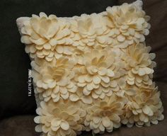 Awesome felt flower pillow tutorial with pattern pieces! Donnis Odd, I thought of you! Crafts To Do, Felt Crafts, Home Crafts, Fabric Crafts, Sewing Crafts, Diy Crafts, Felt Flower Pillow, Felt Pillow, Sewing Pillows