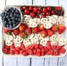 This no-bake, fruit-heavy dessert is the perfect patriotic party platter for your Fourth of July bash. 4th Of July Desserts, Fourth Of July Food, 4th Of July Party, July 4th, Patriotic Party, Patriotic Crafts, Blue Desserts, Patriotic Decorations, Easy Potluck Recipes