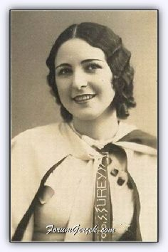 First female muslim theatre actress - Old Pictures, Old Photos, Vintage Photos, Turkey History, Empire Ottoman, Theater, Historical Pictures, Strong Women, Pretty Woman