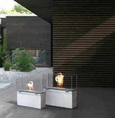 Biokominek Muro to połączenie betonu ze szkłem. Dostępny w dwóch rozmiarach, idealny do aranżacji przestrzeni tarasowych i ogrodowych.
