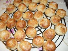 Bryndzové pagáčiky veselej gazdinky - Recept Pretzel Bites, Ds, Hamburger, Bread, Food, Basket, Brot, Essen, Baking