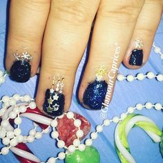 #nailartoftheday #avon #nailwearpro + #topcoat #diamond effects. #stikernails #lighinthebox 💅🏻 info prodotti #avonitalia contact @ilmiomondoavon (isoladellabellezzaemakeup.blogspot.it) 💅🏻➡️ #nailart #christmasnails #nailaddict #nailmania #nailpolishaddict #holidaynailart #selfienails ➡️ #beautyblogger #curvyblogger #disabledblogger #nevergiveup #disabiliabili #wheelchairbarbie #instanailart #iphone6s #instablogger #instadaily #glamourcaprices