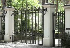 10 Startling Useful Ideas: Brown Chain Link Fence horizontal fence with trellis.Modern Fence With Brick backyard fence animals. Dog Fence, Brick Fence, Front Yard Fence, Front Gates, Metal Fence, Entrance Gates, Wooden Fence, Horse Fence, Concrete Fence