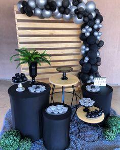 Happy Birthday Decor, Simple Birthday Decorations, Grad Party Decorations, High School Parties, Grad Parties, Harley Davidson Birthday, Champagne Birthday, Man Party, Ideas Para Fiestas