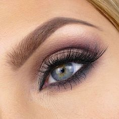 If you'd like to enhance your eyes and also improve your natural beauty, having the best eye make-up techniques can help. You'll want to make sure you put on makeup that makes you look even more beautiful than you already are. Plum Eyeshadow, Natural Eyeshadow, Colorful Eyeshadow, Eyeshadow Looks, Eyeshadow Ideas, Natural Makeup, Eyeshadow Palette, Sparkly Eyeshadow, Eyeshadow Tutorials