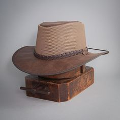 The American outback-style Breeze Sun Hat is the ideal combination of breathable mesh crown and water repellent leather brim. It keeps you cool and dry on the hottest of days and most demanding of adventures. #hats #sunhats Leather Accessories, Fashion Accessories, Sun Protection Hat, Home Inc, Red Carpet Event, Sun Rays, Cool Hats, Hat Making, Hat Sizes