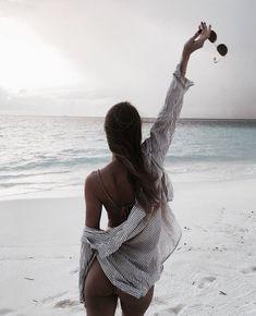 Image about girl in Inspiring 〰 by Türkünaz Gürsoy Beach Girls, Beach Babe, Summer Beach, Summer Dream, Summer Photography, Photography Photos, Summer Pictures, Beach Pictures, Poses Photo
