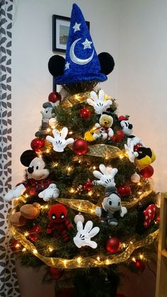 My Mickey Mouse Christmas tree 2016 - Modern Disney Christmas Tree Decorations, Disney Christmas Crafts, Mickey Mouse Christmas Tree, Mickey Decorations, Gag Gifts Christmas, Christmas Themes, Christmas Tree Ornaments, Black Xmas Tree, Christmas Flower Arrangements