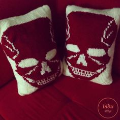 Thanks to Yasemin Karakışla for sharing this photo:)  #Skull patterned hand knitted #pillow by bibu atelier