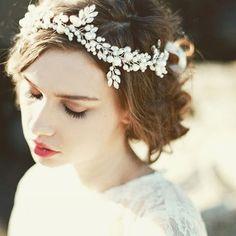 ✦✦✦ 予告しておりましたレンタルから販売をするアイテム第四弾のこちら。 明日6月9日(木)、21時よりご購入いただけます❤︎ ✦ 繊細で上品な雰囲気と動きのあるデザインがミックスした美しいリボンカチューシャ✨ 存在感もしっかりあって、アップスタイルでもダウンスタイルでも合わせやすいアイテムです ✦ #wedding#bridal#bridaljewelry#import#weddingdress#ウェディングドレス#コーディネート#アクセサリー#ウェディング#ブライダル#ブライダルアクセサリー#ウェディングアクセサリー#インポートアクセサリー#ヘアアクセサリー#ヘッドピース#カチューシャ#ナチュラル#プレ花嫁#結婚式#披露宴#パーティー#二次会#ナチュラル#パール#ビジュー#ヘアアレンジ#リボンカチューシャ#キラキラ