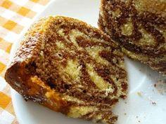 Vejce vyšleháme ručně s cukrem, přidáme rum, mléko, jogurt, citronovou šťávu a kůru.Vmícháme prosátou mouku s práškem do pečiva. Těsto rozdělíme na... Bunt Cakes, Czech Recipes, Sponge Cake, Pound Cake, Croissant, Fondant, French Toast, Good Food, Sweets
