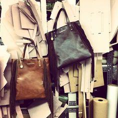 Bolsa de franja de couro, bolsa sacola de couro, bolsa de couro com franjas. Molde bolsa, fábrica, desenvolvimento, produção local. Loja virtual: www.notore.com.br