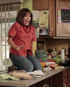Still of Patricia Heaton in The Middle (2009) Andy Buckley, The Middle Tv Show, Girl Hairstyles, Braided Hairstyles, Patricia Heaton, Petite Women, Girl Humor, Favorite Tv Shows, Actresses