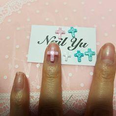 誰か私の爪やって!笑っ 薬指のは中sizeです!とってもかわいいネイルパーツです❤ クロスから全て手作りしてます🙋#可愛い #セルフネイル#インテリア#キラキラ#流行り#愛されネイル#冬ネイル#女子会#女子力#プレゼント企画#女子会#女子力#ネイティヴ柄ネイル #ラブリー#セルフネイル部 #チョコレートネイル#ミラーネイル#エースジェル#板チョコネイル#ネイルパーツ#夏ネイル#エースジェル#クロスパーツ#メタリックネイル#オルテガネイル