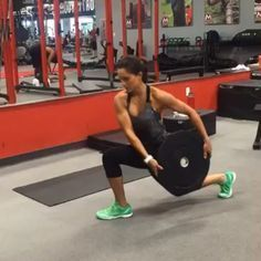 By @alexia_clark Shred your abs with this CARDIO/CORE circuit! 1: high knee to oblique twist (make sure you do both sides) 2: sumo jack with plate press 3: over head lunge jump 4: plate wood chop (notice the pivot in my foot) 4 ROUNDS 45sec on 15 sec rest