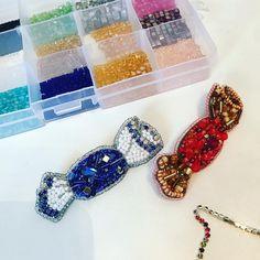 С наступлением холодов нестерпимо хочется сладкого!!! Маленькие кофейные радости. В наличии... Little candy joys. Candy brooches are in stock now... #candyjewelry #candybar #sweetjewelry #sweetgift #sweetbrooch #candybrooch #uniquejewelry #uniquegiftidea #uniquedesign #londonjewellery #ooakjewelry #crystalbrooch #beadedbrooch #beadsbrooch #moscowfashion #crystalcandy #giftforher #beadembroidery #embroideredbrooch #брошьручнойработы #handmadebrooch #fashionbrooch #sweetgirl #zefirinastu...