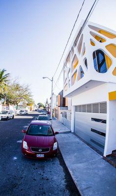 Casa tres. Location: Boca del Río, Mexico; firm: Gerardo Ars, Carlos Caballero; year: 2014