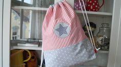 Turnbeutel- eleganter Rucksack aus weichen Webstoffen von Westfalenstoffe. Innen ist der Rucksack mit weißem Baumwollstoff gefüttert. Super praktisch und garantiert ein echter Hingucker!...