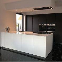 Black And White Preto e branco Diy Home Decor Bedroom, Small Room Bedroom, Home Decor Kitchen, White Bedroom, Black Kitchens, Luxury Kitchens, Home Kitchens, Modern Kitchen Design, Interior Design Kitchen
