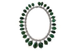 Collier en diamants et émeraudes cabochons d', porté par Merle Oberon.  Cartier Londres, 1938. Collection privée.