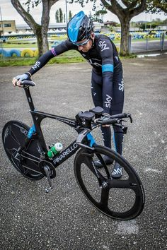 Bradley Wiggins (Sky Pro Cycling Team) with his Pinarello Bolide.