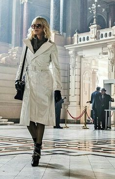 Charlize Theron has been appreciated by All Her Fans on the Globe, and so did Her White Coat She Played an Amazing Character as Spy for Lorraine Broughton. Atomic Blonde Outfits, Atomic Blonde Charlize Theron, Lorraine, White Trench Coat, Rosie Huntington Whiteley, Nicole Richie, Costume Design, Gwen Stefani, Coats For Women