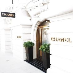 CHANEL THE BOUTIQUE I AM ADDICTED TOO (Well, this is not the only one) but it FIRST BellaDonna's Luxury Designs