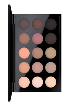 This well-edited palette by M·A·C is an exclusive combination of beloved and new…