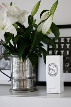 homevialaura | antique silver flower vase | white lilies | diptyque | home details