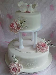 Tabler Hochzeits-Torte mit echten Orchideen. Ganz schlicht und doch ...