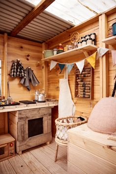 Eco and organic handmade cubby houses by Castle Cubby Babyccino Kids: Daily tips, Children's products, Craft ideas, Recipes Kids Cubby Houses, Kids Cubbies, Play Houses, Kids Play Kitchen, Mud Kitchen, Playhouse Interior, Playhouse Decor, Diy Jardin, Wendy House