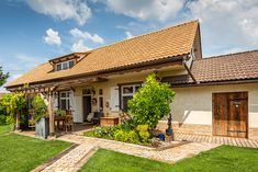 They remodeled the house after their grandmother and created a romantic home Home Board, Romantic Homes, Pergola, Sweet Home, Farmhouse, Outdoor Structures, Cabin, Traditional, Mansions