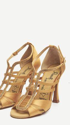 a35f4905 Me desmayo en 3... 2... 1... ❤ ❤ LOS QUIERO!!!! ❤ ❤ #Tendencia #BAILE  #sandals #sandalias #zapatos #salsa #anitacollection #adrianyanita #fashion  ...
