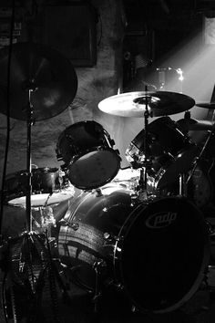 Music Guitar, Playing Guitar, Drums Wallpaper, Drums Girl, Deep Tattoo, Gretsch Drums, Drum Lessons, Music Is My Escape, Vinyl Music