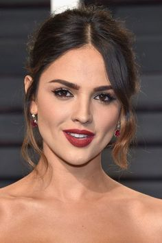 Actor Eiza Gonzalez attends the 2017 Vanity Fair Oscar Party hosted by Graydon Carter at Wallis Annenberg Center for the Performing Arts on February 2017 in Beverly Hills, California. Eiza Gonzalez, From Dusk Till Down, Mexican Hairstyles, Haircut Images, Mexican Actress, Sleek Hairstyles, Beauty Full Girl, Beautiful Actresses, Mannequin