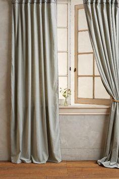 Sy och brodera själv? Hand-Embroidered Charente Curtain - anthropologie.eu