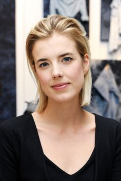 Agyness Deyn worked in a fish-and-chip shop. Prom Hairstyles For Short Hair, Shaggy Bob Hairstyles, Straight Hairstyles, Short Straight Hair, Agyness Deyn, Short Bob Hairstyles, Short Hairstyles For Women, Hairdo, Hair Styles