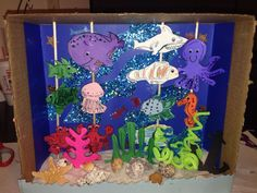 Under the sea diorama diorama kids, ocean diorama, dioramas for kids, aqu. Summer Crafts For Toddlers, Crafts For Kids To Make, Craft Activities For Kids, Preschool Crafts, Art For Kids, Under The Sea Crafts, Under The Sea Theme, Ocean Projects, Projects For Kids
