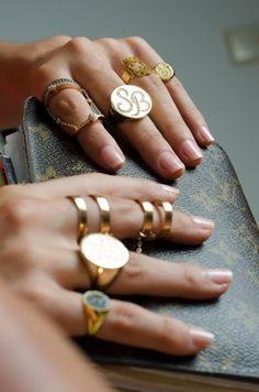 Olha o primeiro anel da mão esquerda... Adoro!