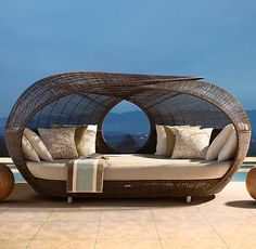 outdoor lounging.....oooooohhhhhh, i would LOVE this for outside...our backyard is big enough!