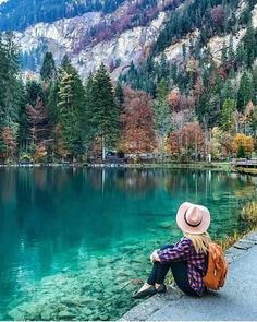 Blue Lake in kandergrund, Switzerland.
