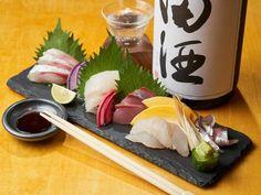 Sashimi is sliced raw fish such as tuna, shrimp and cuttlefish. Cuttlefish, Sashimi, Japanese Food, Tuna, Shrimp, Tacos, Mexican, Wellness, Ethnic Recipes