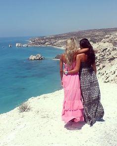 love the long wavy beachy dresses!