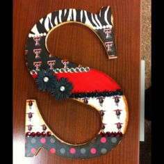 beRedRaider ~ Ŧ Texas Tech Red Raiders ~ Decorated Initial -- (but, I'd totally skip using  those flowers!)