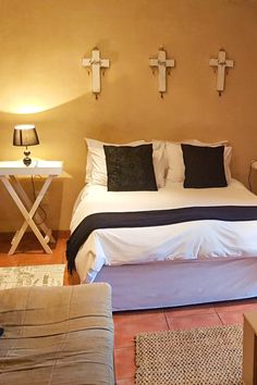 View Jay's B&B and Self Catering and all our other Accommodation listings in Cape Town. Single Beds, Double Beds, B & B, Open Plan, Credit Cards, Cape Town, Catering, Jay, Self