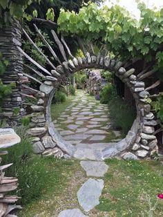 The best stone moon gate design ideas for your garden . The best stone moon gate design ideas for your garden . Diy Garden, Garden Projects, Garden Art, Garden Cottage, Garden Tips, Indoor Garden, Garden Plants, Garden Nook, Rooftop Garden