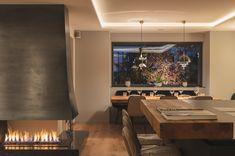 Hier präsentiert sich direkt vor Ihnen der Kitzbüheler Lifestyle von seiner schönsten Seite. Villa, Conference Room, Table, Furniture, Home Decor, Penthouse Apartment, Real Estate Agents, Farm Cottage, Farmhouse